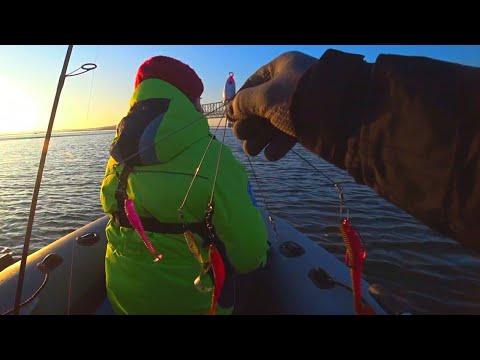 Рыбалка  ПЕРВЫЙ ЛЕД УЖЕ НАЧИНАЕТСЯ рыбалка 2020