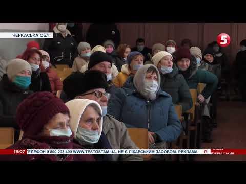 Варить самогон у школі та ображає дітей: чому на Черкащині вимагають звільнення директора школи