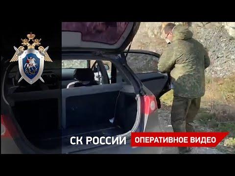 Следователи СК России осматривают оставленный на пляже автомобиль подозреваемого в двойном убийстве
